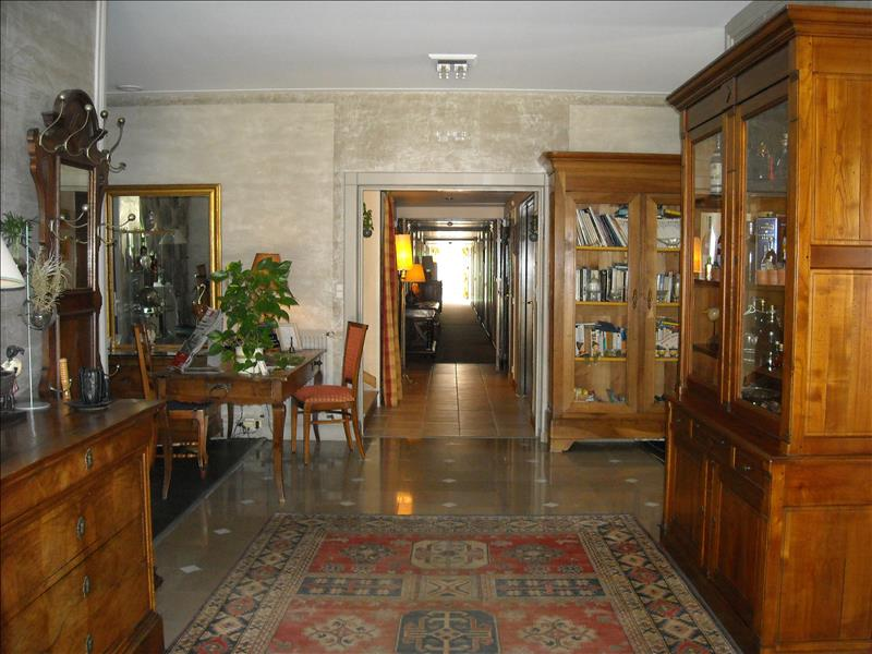Local commercial CHATEAUBERNARD - (16)