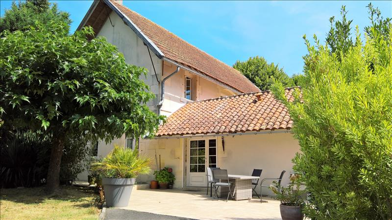 Local commercial CHATEAUBERNARD -  -  1 100 m²