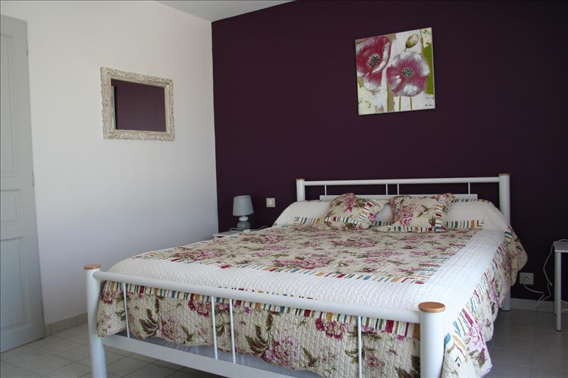 Maison TAURIAC - 7 pièces  -   225 m²