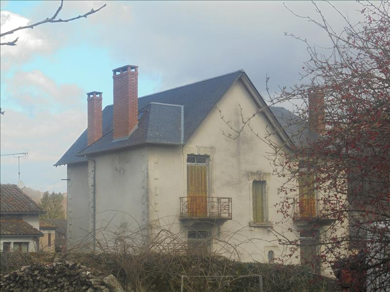 Maison TEYSSIEU - 7 pièces  -   165 m²