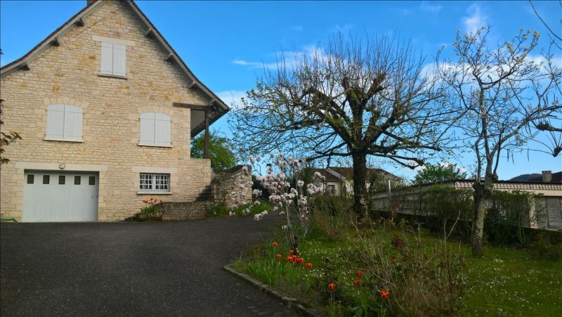 Maison ST LAURENT LES TOURS - 6 pièces  -   120 m²