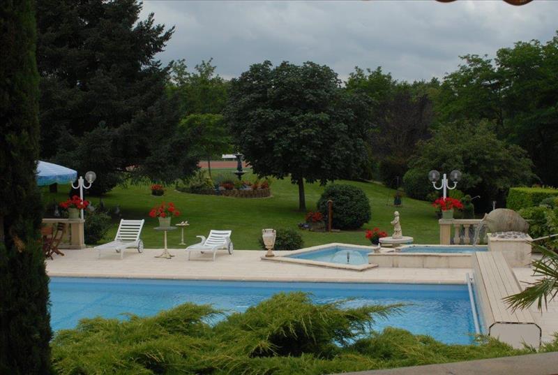 Maison BRIVE LA GAILLARDE - 10 pièces  -   524 m²