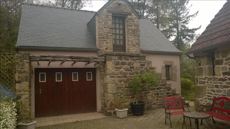 Maison PLOUEGAT GUERAND - 7 pièces  -   220 m²