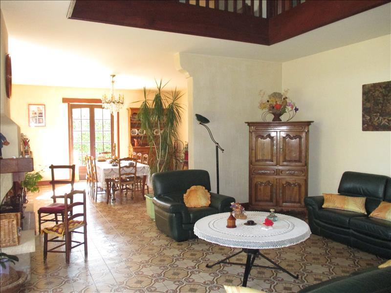 Maison ST JEAN D ANGLE - 6 pièces  -   159 m²