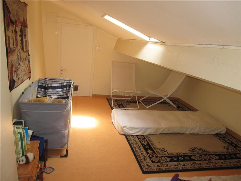 Maison ST JEAN D ANGLE - 5 pièces  -   109 m²