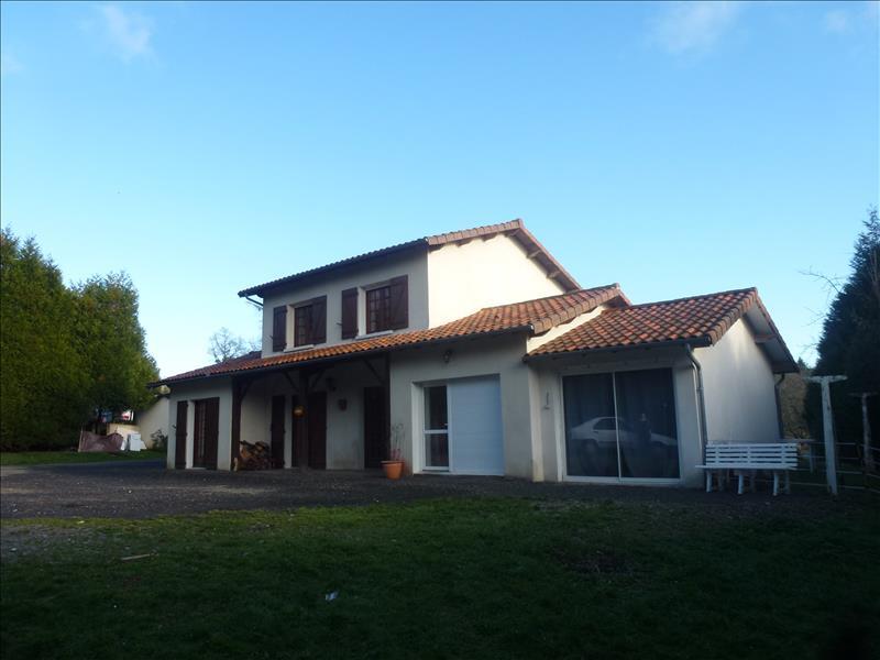 Maison BRIGUEUIL - (16)