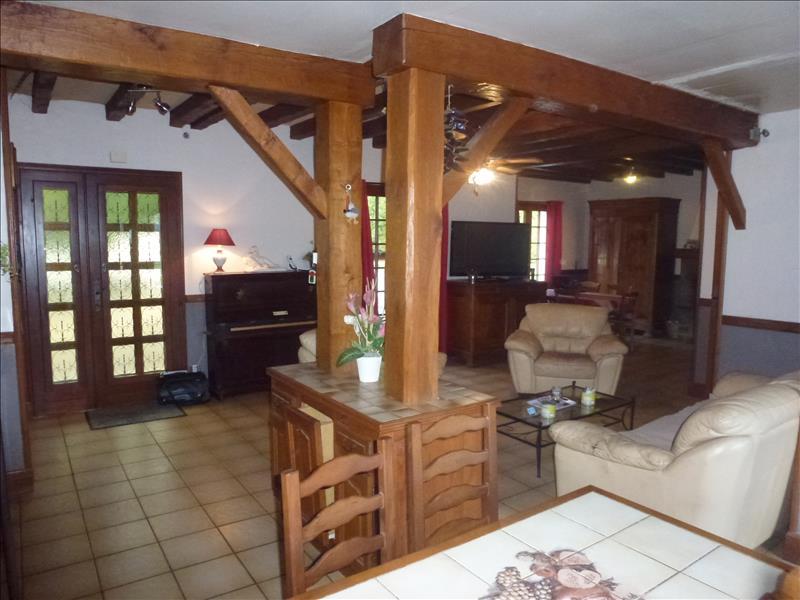 Maison BRIGUEUIL - 6 pièces  -   130 m²