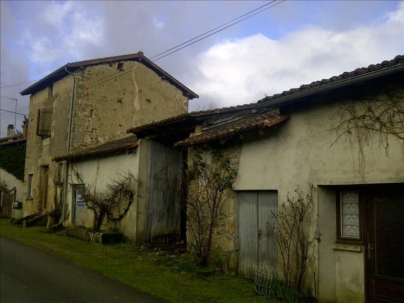 Maison ST JUNIEN - 2 pièces  -   40 m²