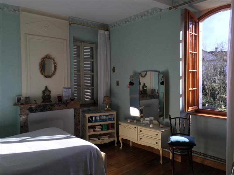 Maison CABANAC - 7 pièces  -   250 m²