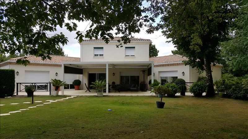 Vente Maison HOSTENS (33125) - 8 pièces 210 m²