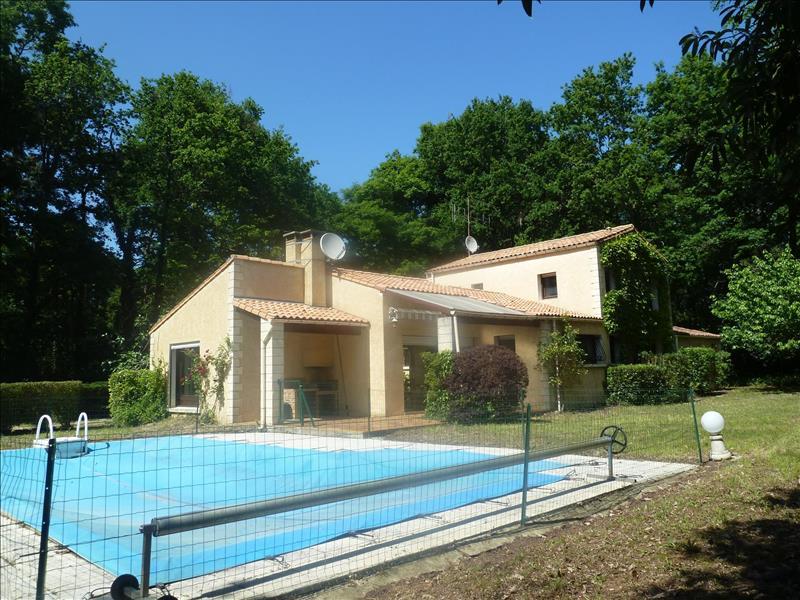 Vente Maison BREUILLET (17920) - 5 pièces - 170 m² -