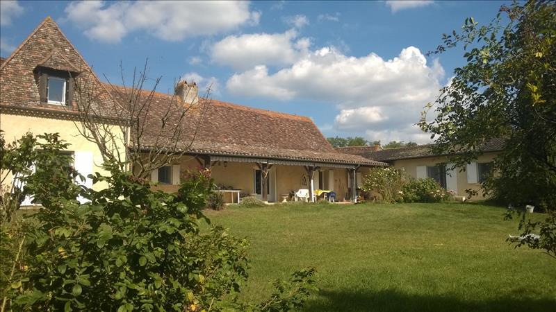 Vente Maison ST NEXANS (24520) - 9 pièces 272 m²
