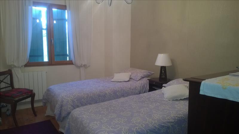 Maison QUEYSSAC - 5 pièces  -   115 m²