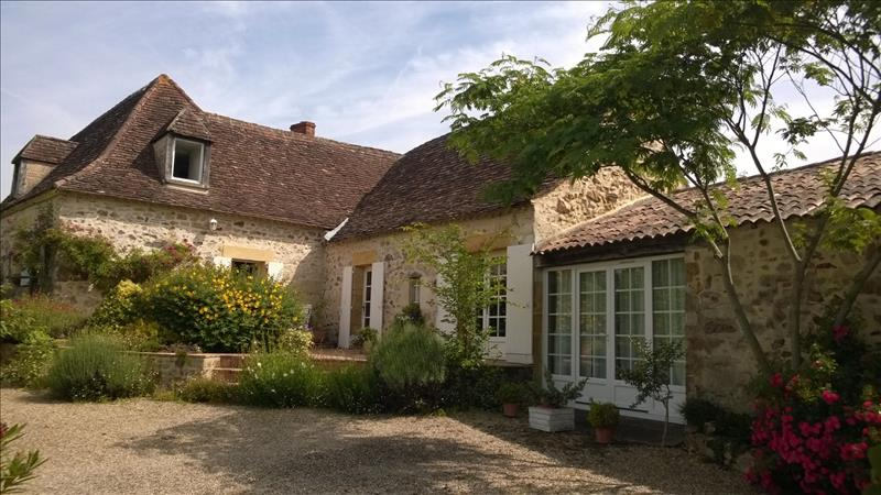 Maison ST SAUVEUR - 5 pièces  -   181 m²
