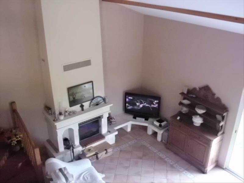 Maison LES EGLISOTTES ET CHALAURES - 6 pièces  -   165 m²