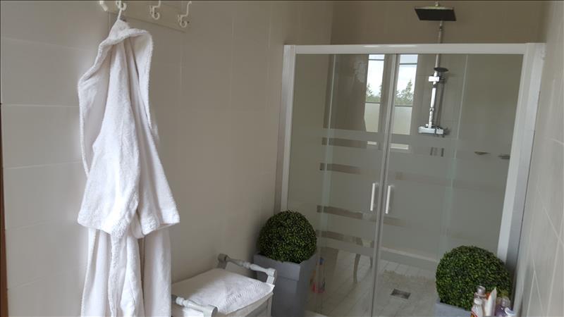 Maison COUTRAS - 6 pièces  -   230 m²
