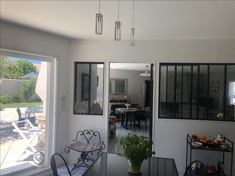 Maison  - 6 pièces    - 145 m² - MARSILLY (17)