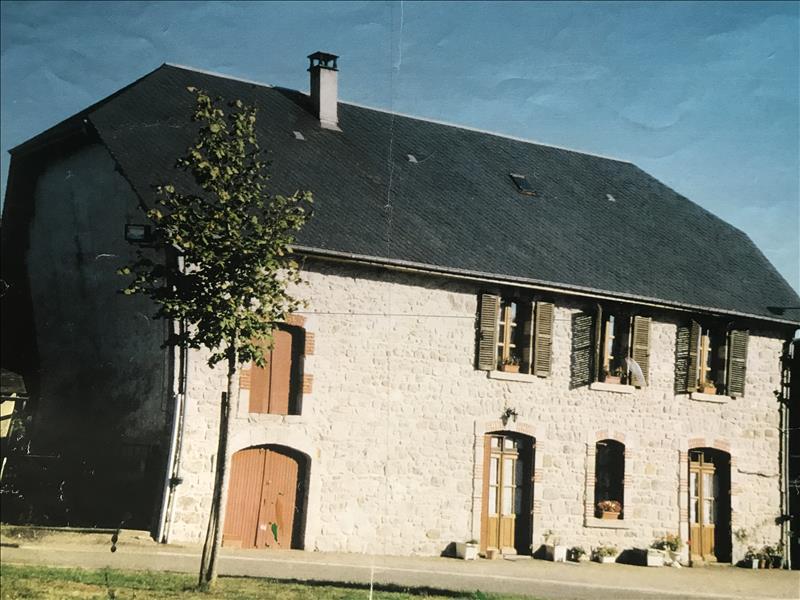 Maison  - 5 pièces    - 130 m² - MAUSSAC (19)