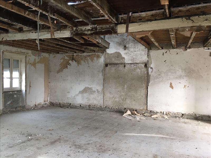Maison  - 1 pièce    - 70 m² - EYREIN (19)