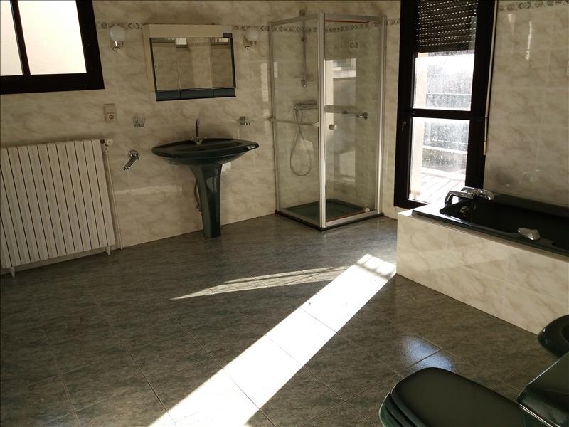 Maison  - 10 pièces    - 300 m² - EYREIN (19)