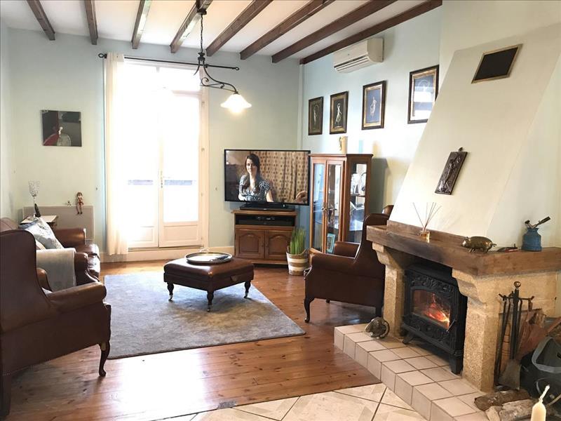 Vente Maison CONFOLENS (16500) - 5 pièces - 146 m² -
