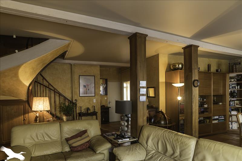 Maison  - 7 pièces    - 150 m² - MONTCUQ (46)