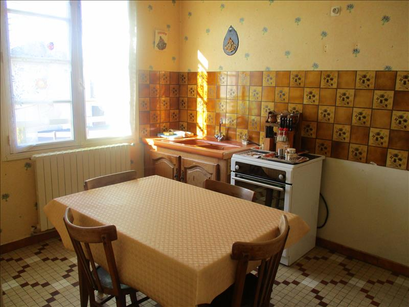 Maison NEUVIC - 5 pièces  -   90 m²