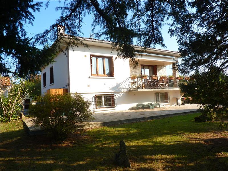 Maison ST FRONT DE PRADOUX - 7 pièces  -   215 m²