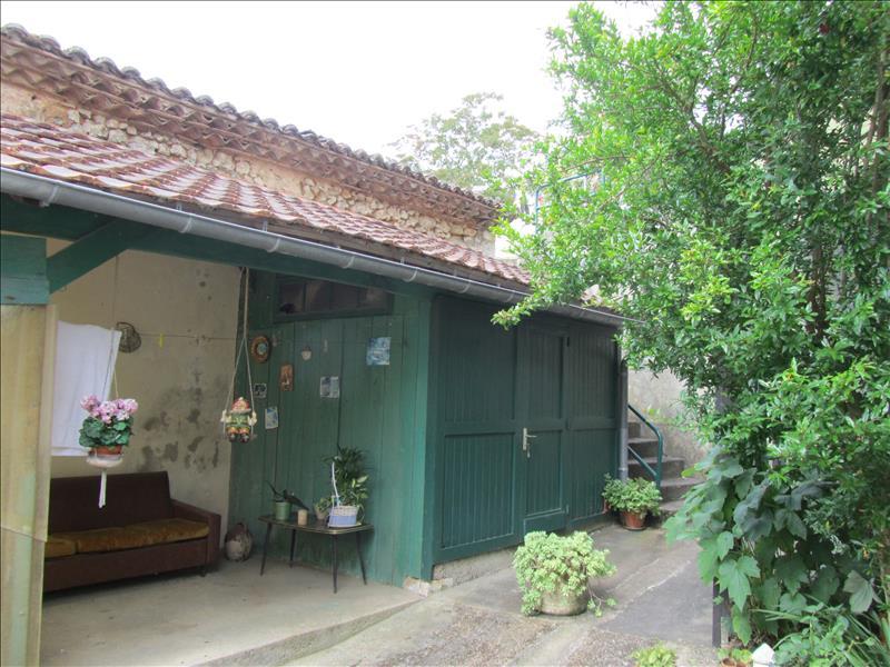Maison DOUZILLAC - 5 pièces  -   140 m²