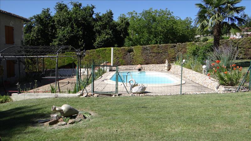 Maison VILLETOUREIX - 7 pièces  -   125 m²