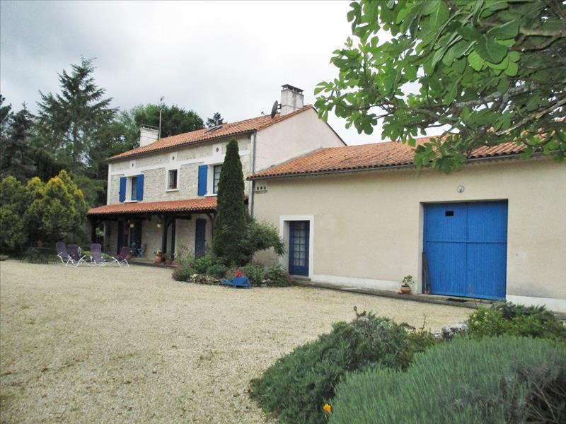Maison ST SULPICE DE ROUMAGNAC - 7 pièces  -   190 m²