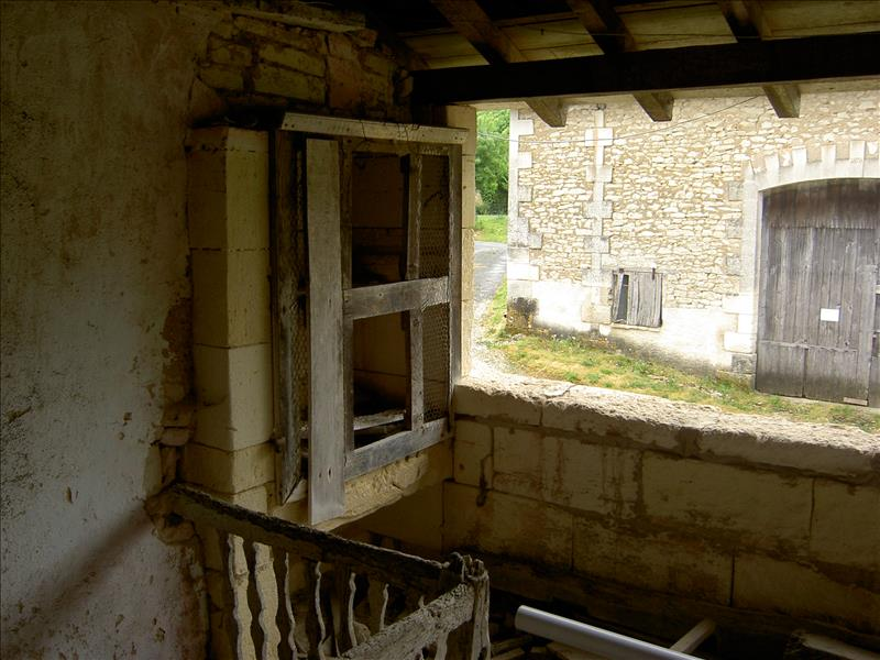 Maison GRAND BRASSAC - 6 pièces  -   106 m²