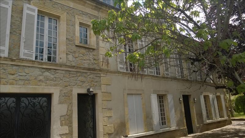 Maison GIRONDE SUR DROPT - 9 pièces  -   300 m²