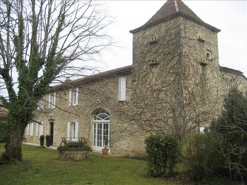 Maison LANDERROUET SUR SEGUR - 9 pièces  -   435 m²