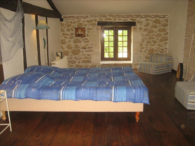 Maison LANDERROUET SUR SEGUR - 7 pièces  -   240 m²