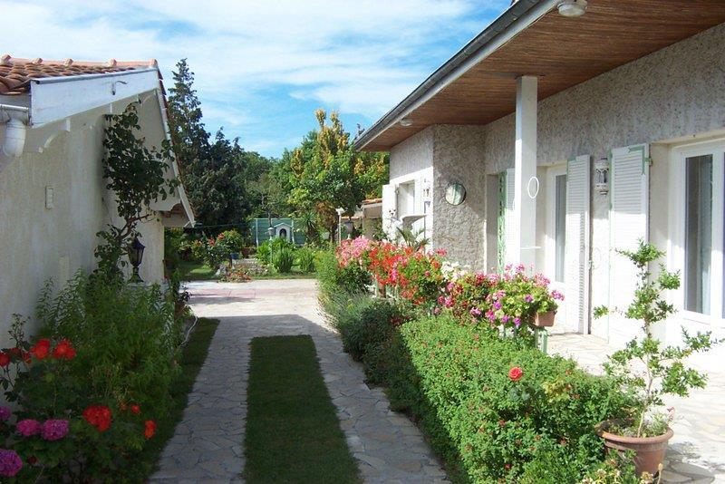 Maison ST VIVIEN DE MEDOC - 9 pièces  -   238 m²