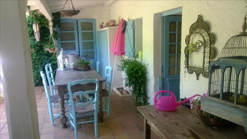 Maison TALMONT SUR GIRONDE - 5 pièces  -   150 m²