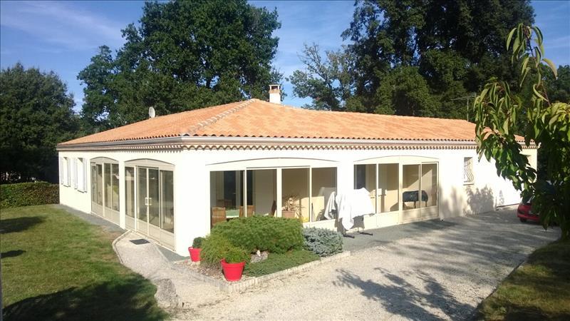Maison MESCHERS SUR GIRONDE - 4 pièces  -   153 m²