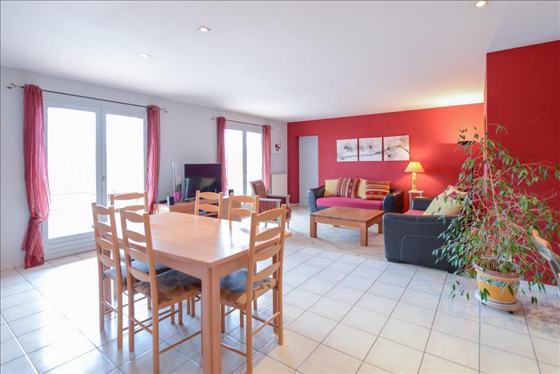 Maison CUGNAUX - 6 pièces  -   136 m²