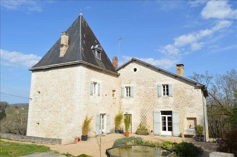 Maison CHAMPAGNAC DE BELAIR - 12 pièces  -   323 m²