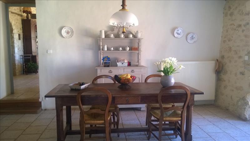 Maison ST PIERRE DE COLE - 7 pièces  -   213 m²