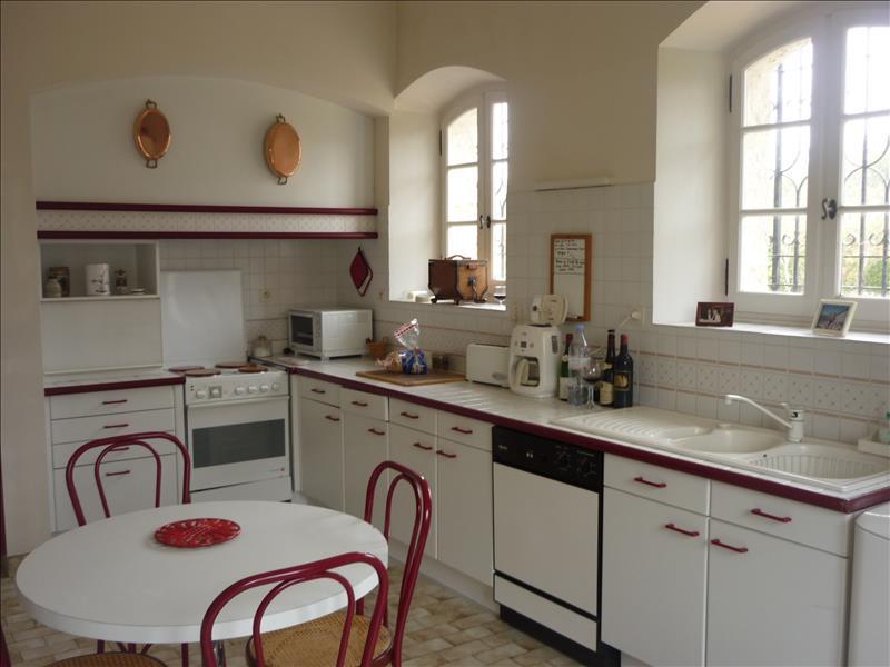 Maison ST CREPIN DE RICHEMONT - 9 pièces  -   200 m²