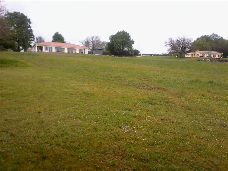 Terrain PAUSSAC ET ST VIVIEN -  - 3500 m²