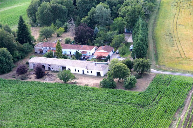 Maison SOUSMOULINS - 5 pièces  -   125 m²