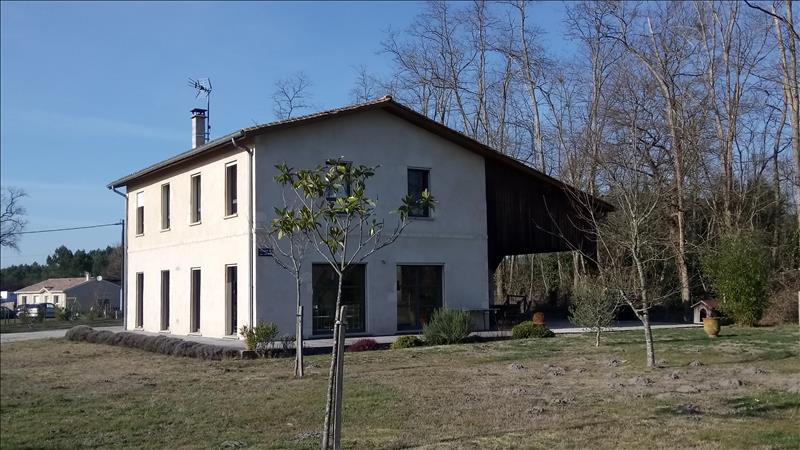Vente Maison DONNEZAC (33860) - 8 pièces 237 m²