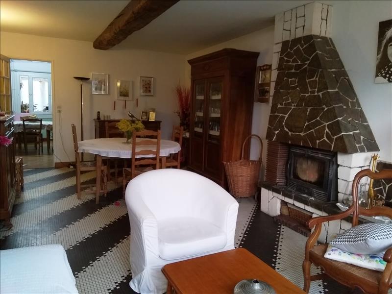 Maison  - 6 pièces    - 184 m² - VIBRAC (17)