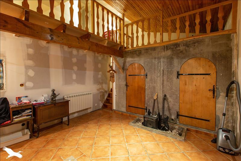 Maison  - 4 pièces    - 134 m² - CORIGNAC (17)