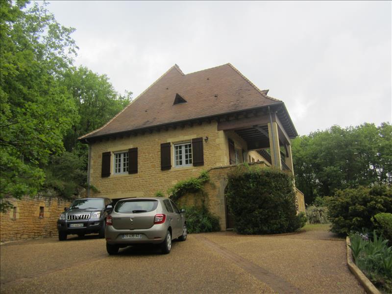 Maison AUBAS - 7 pièces  -   250 m²
