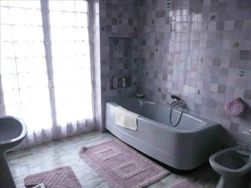 Maison MONTIGNAC - 12 pièces  -   206 m²