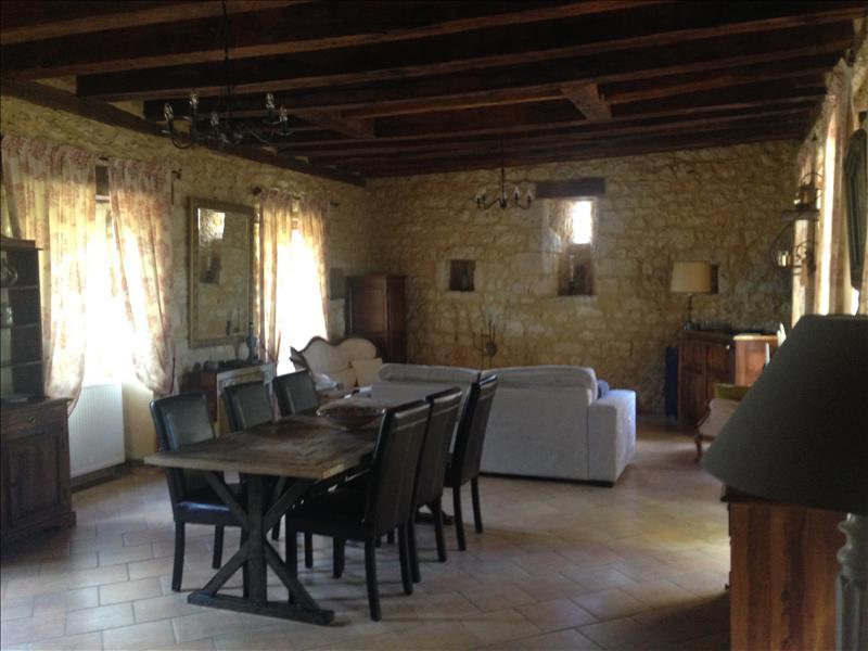 Maison SALIGNAC EYVIGUES - 6 pièces  -   143 m²